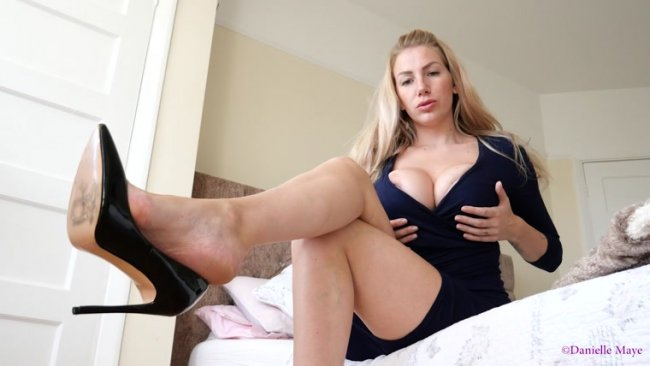 Danielle Maye - Shoe Dangle, Crossed Legs Custom