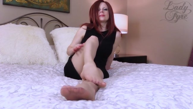 Lady Fyre - Feet and Pantyhose Masturbation Instructions