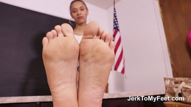 Jerk To My Feet – Classmate Footplay