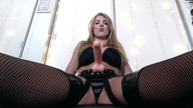 Ameteur girl at home nude