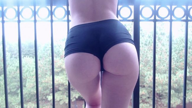 Venus Venerous - silent outdoor ass worship