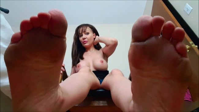 Madison Stone - Falling love with my perfectly dirty barefeet