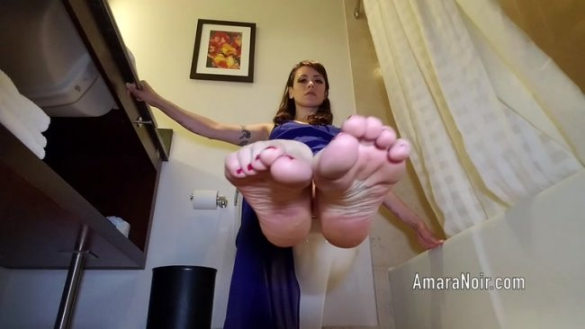 Amara Noir - Little dicks love toes