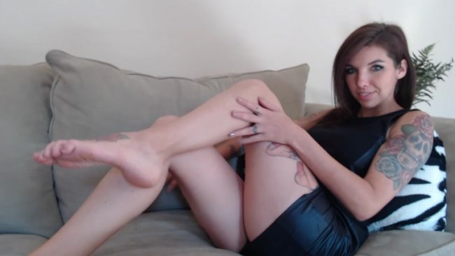 Stella von Savage – Chastity Tease My Perfect Legs