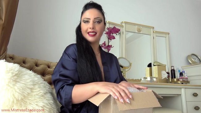 Ezada Sinn - Chastity Device Unboxing
