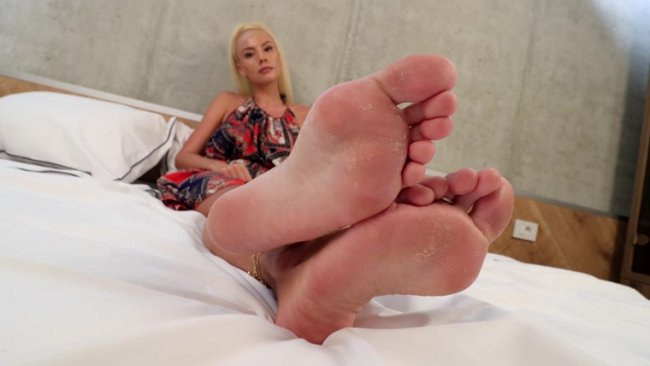 Rafaela - Her rough soles need your tongue!