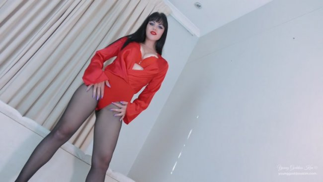 Young Goddess Kim - Pantyhose Privilege