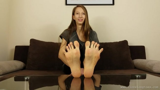 I Love Long Toes - Grace and her 40 EU size feet