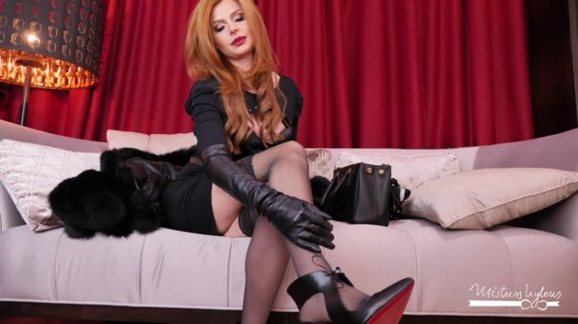 Mistress Nylons - Spoil your Goddess in fur