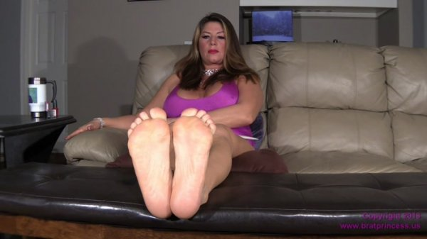 Daniela POV - Ignores you and Shows Her Soles