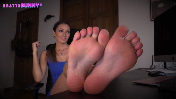 Bratty Bunny - Therapist Foot Session