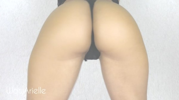 WowArielle - Captivated by My Ass